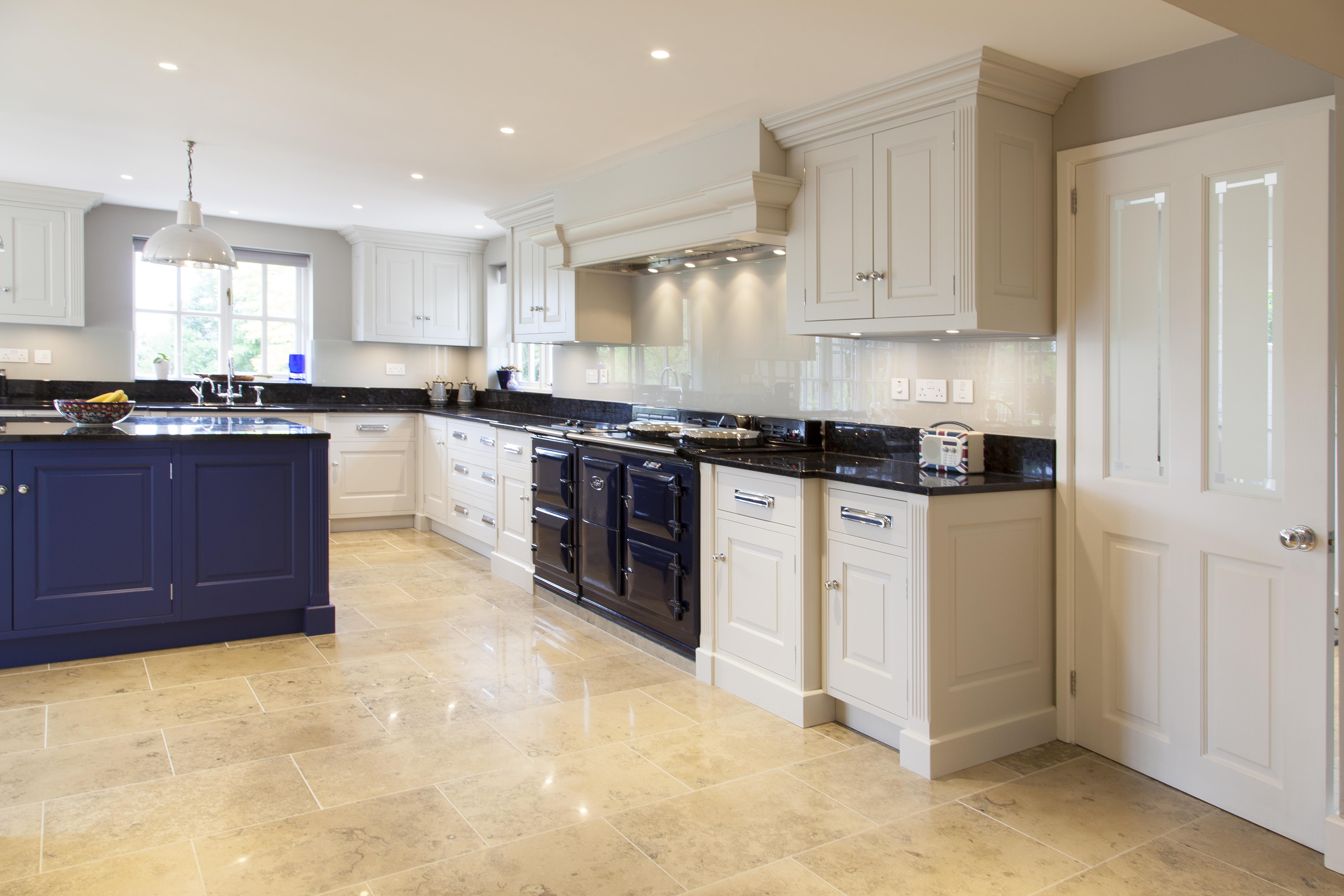 Grand Style bespoke kitchen with glass splashbacks and galaxy black granite countertops